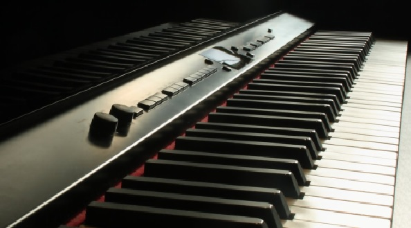 Side angle of a keyboard piano
