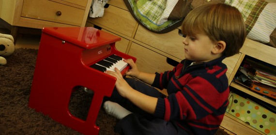 kids playing korg tiny piano