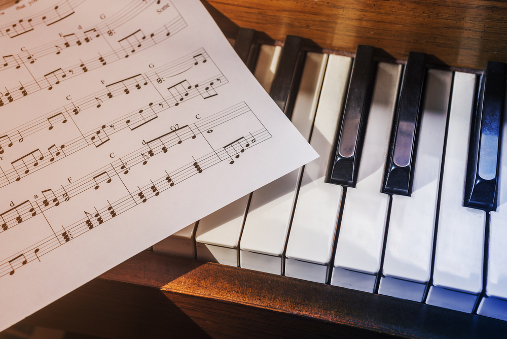 How to Learn Piano Without a Piano