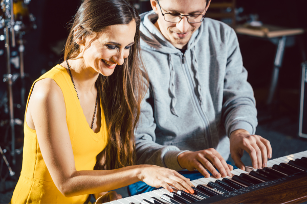 Learning the Keyboard on a Piano Keyboard for Beginners